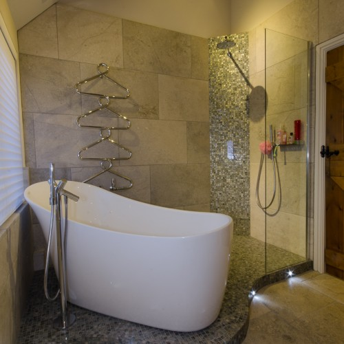 Modern bath tub with ceramic tiles