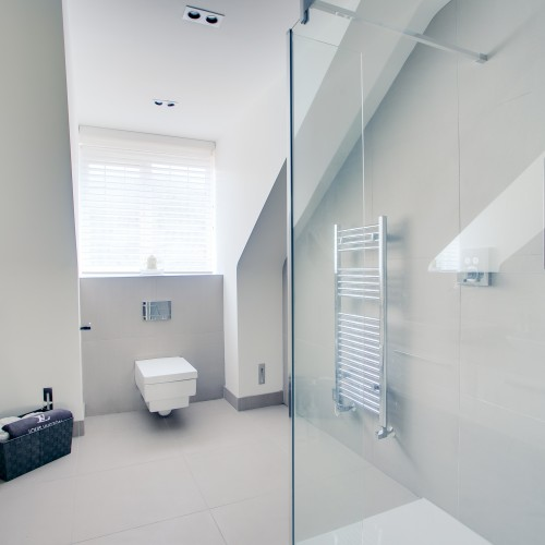 Ensuite bathroom design with contemporary features