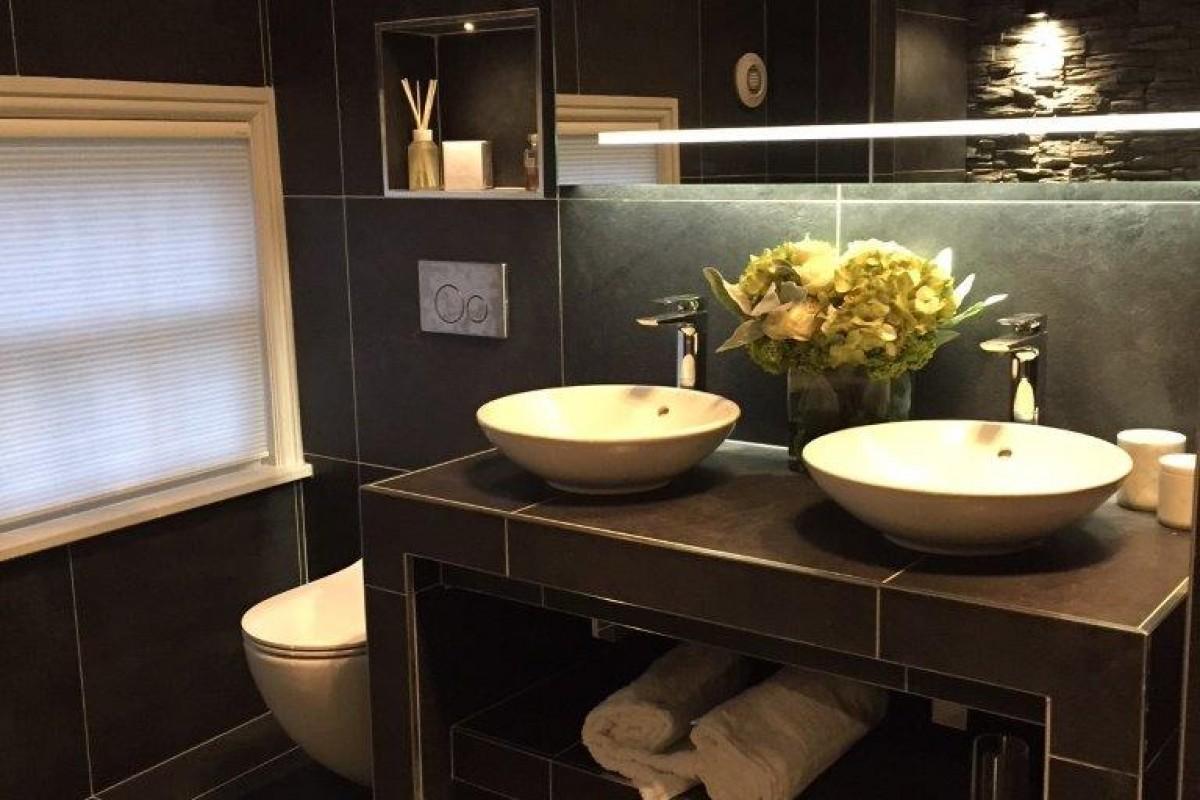 dark-bathroom-tile-design